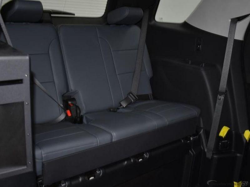 Black Chevrolet Traverse image number 9