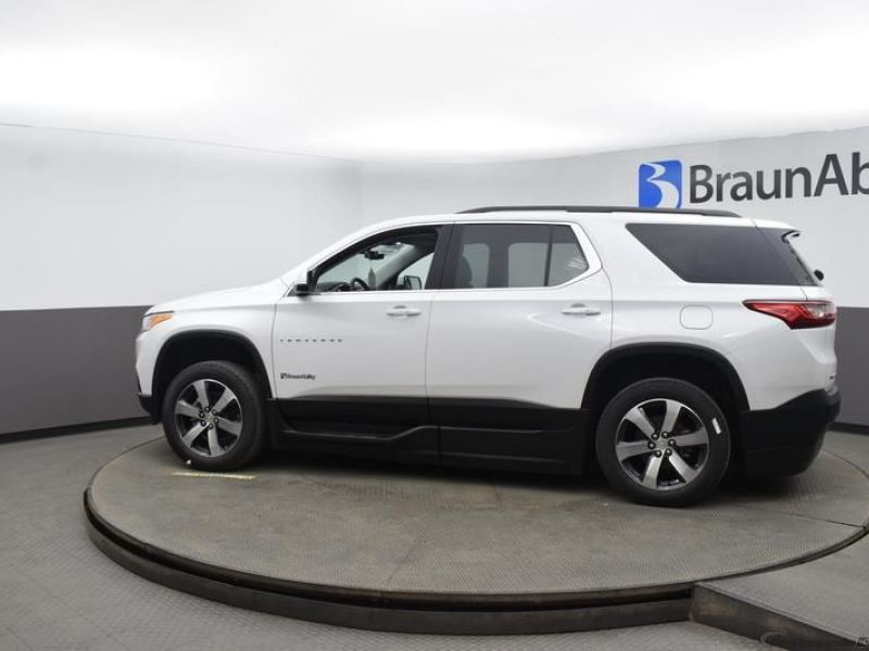 White Chevrolet Traverse image number 4