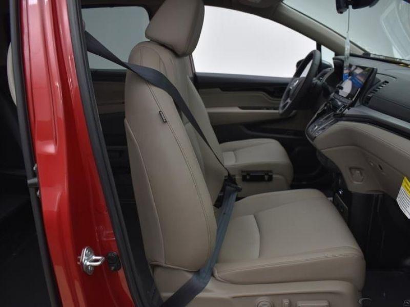 Red Honda Odyssey image number 7