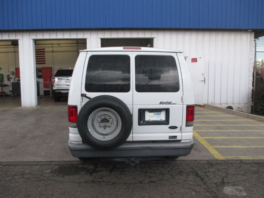 White Ford E-Series Cargo image number 5
