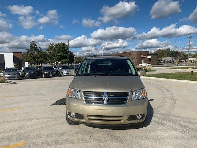 Gold Dodge Grand Caravan image number 1