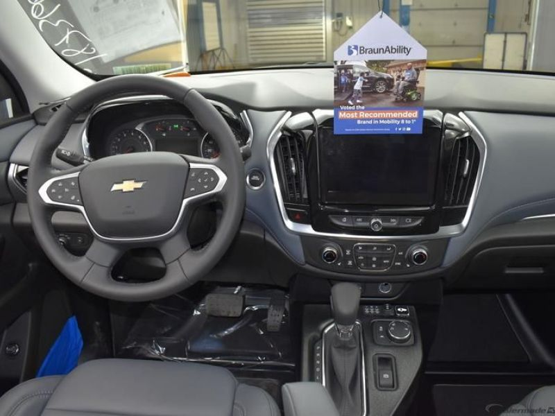 Gray Chevrolet Traverse image number 9