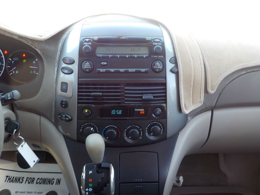 Toyota Sienna image number 10