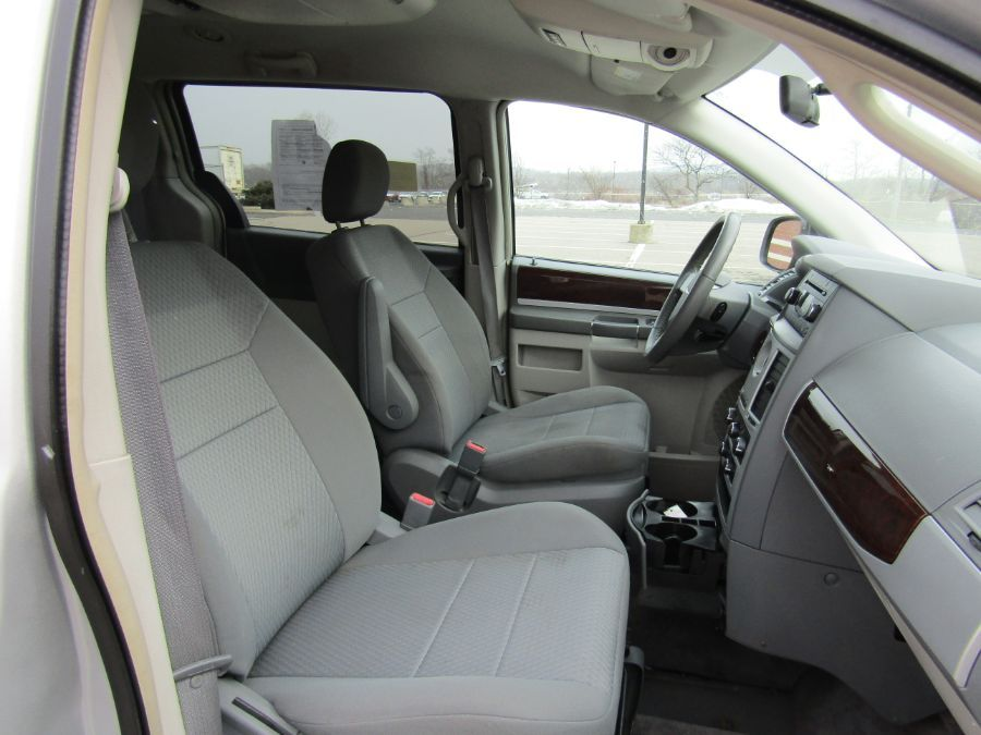 Silver Chrysler Town and Country image number 15