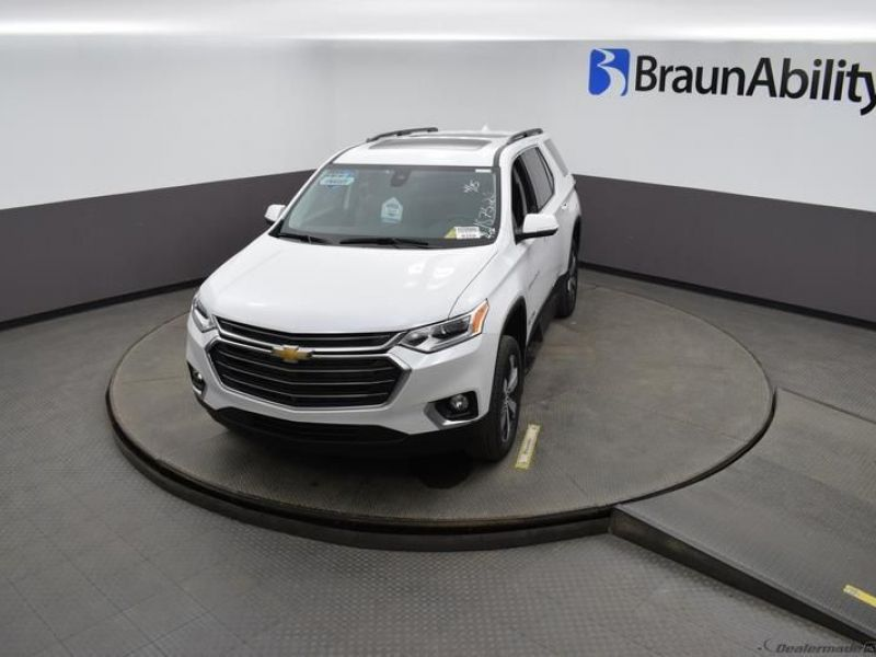 White Chevrolet Traverse image number 19