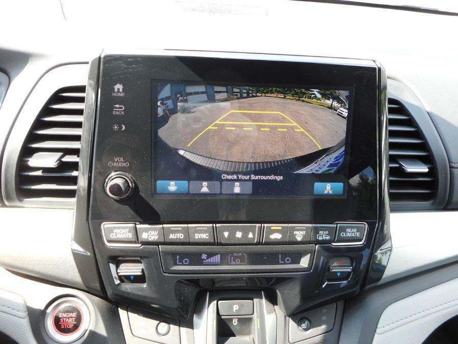 Gray Honda Odyssey image number 13