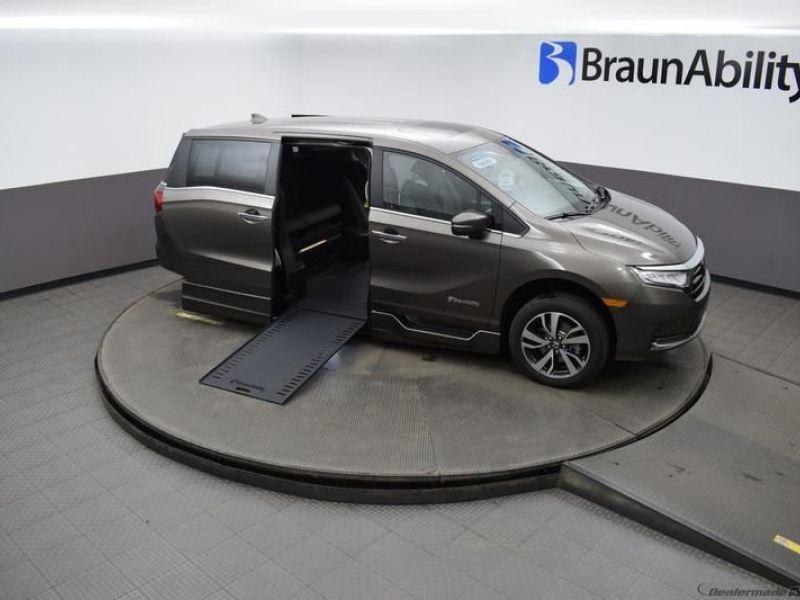 Gray Honda Odyssey image number 18