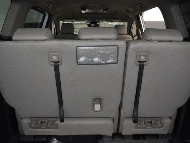 White Honda Odyssey image number 11