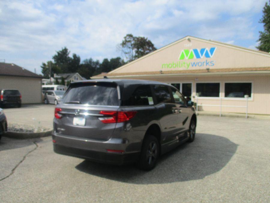 Gray Honda Odyssey image number 7