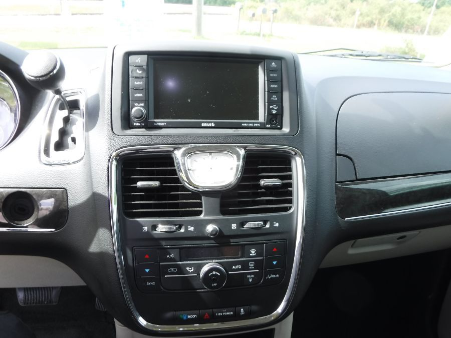 Gray Chrysler Town and Country image number 13