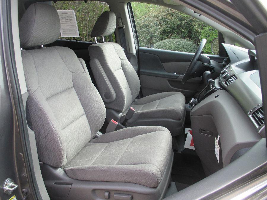 Brown Honda Odyssey image number 14