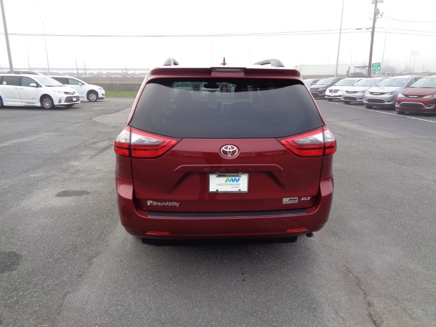 Red Toyota Sienna image number 5