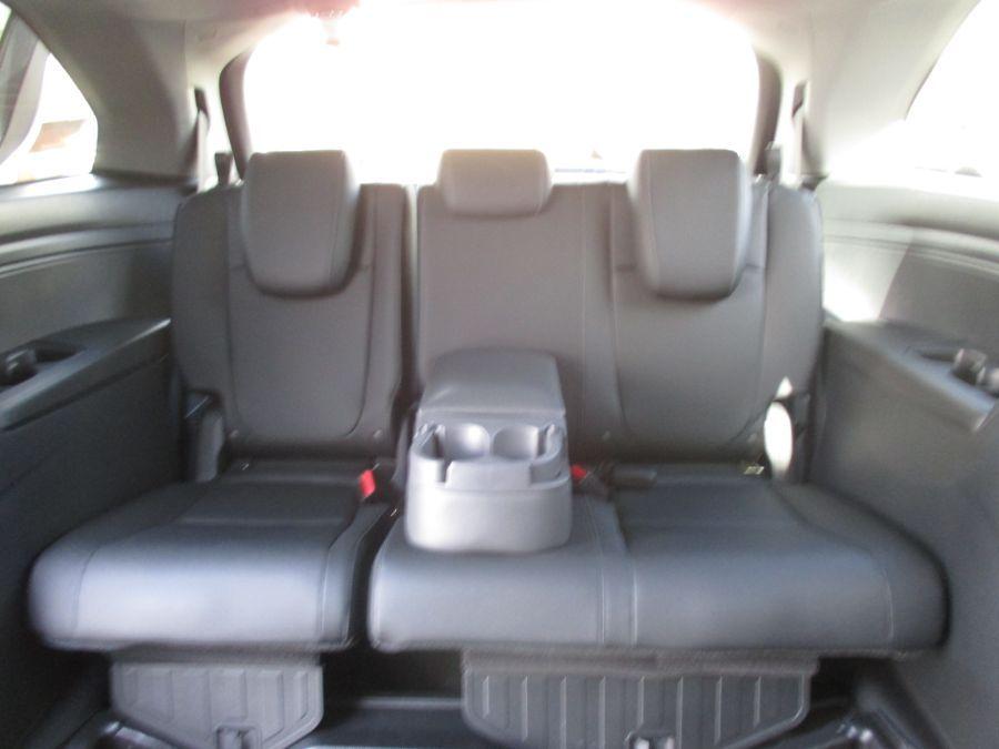 White Honda Odyssey image number 19