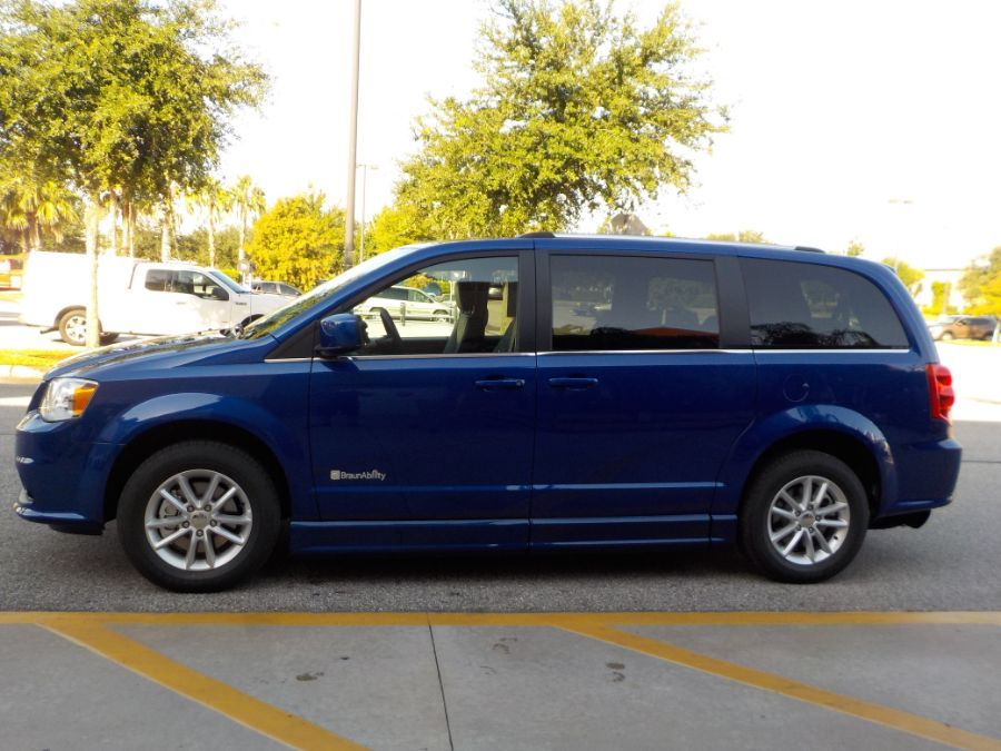 Blue Dodge Grand Caravan image number 3