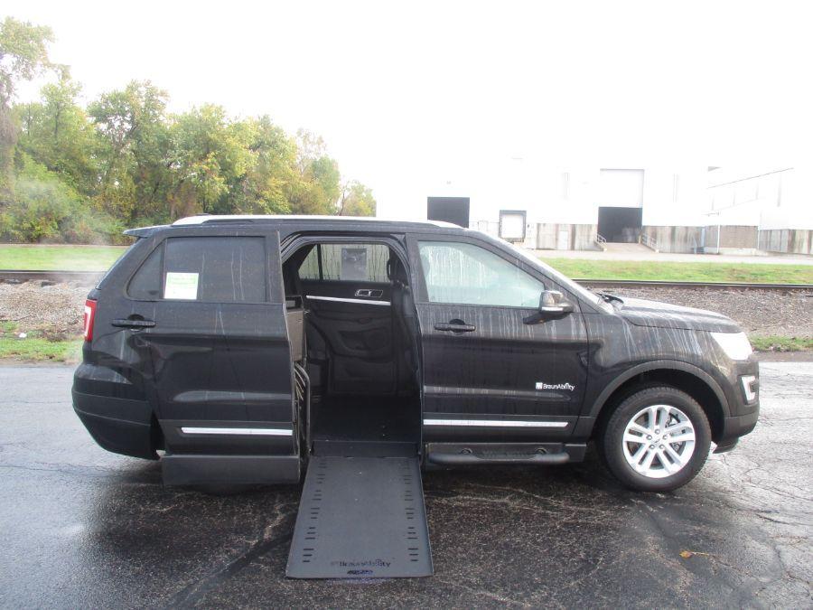 Black Ford Explorer image number 5