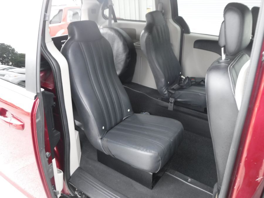 Red Dodge Grand Caravan image number 20