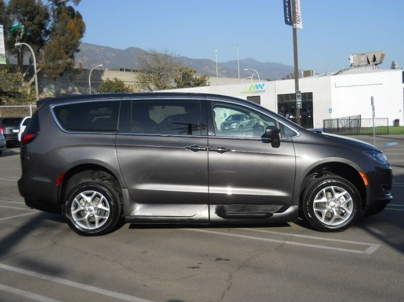 Gray Chrysler Pacifica image number 8
