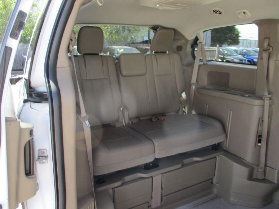 White Chrysler Town and Country image number 18