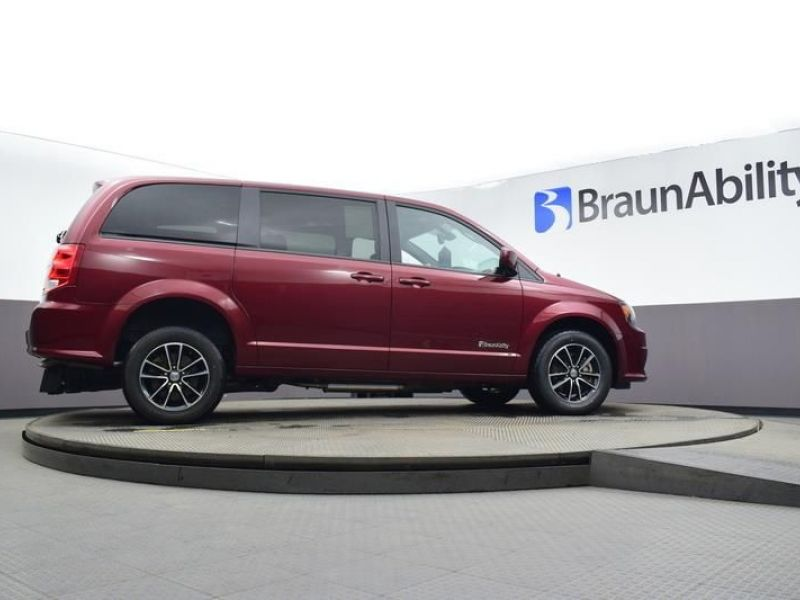 Red Dodge Grand Caravan image number 22