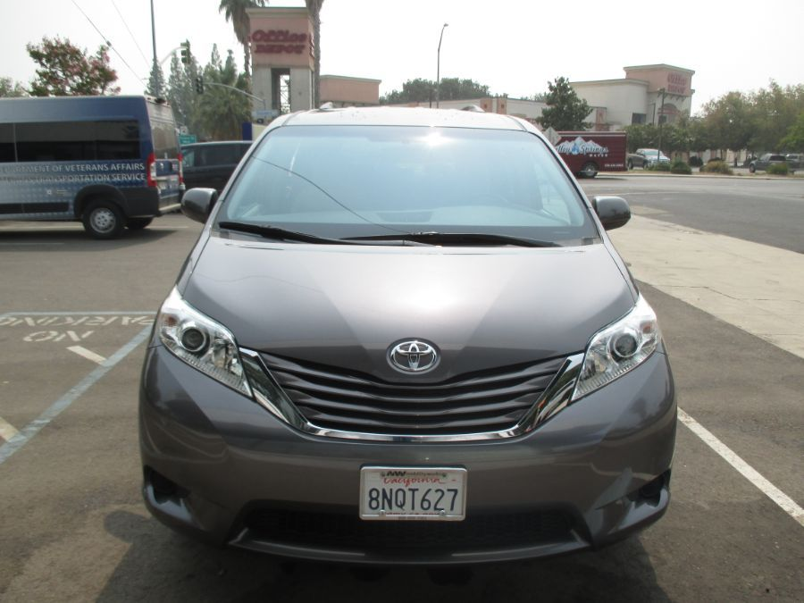 Gray Toyota Sienna image number 2