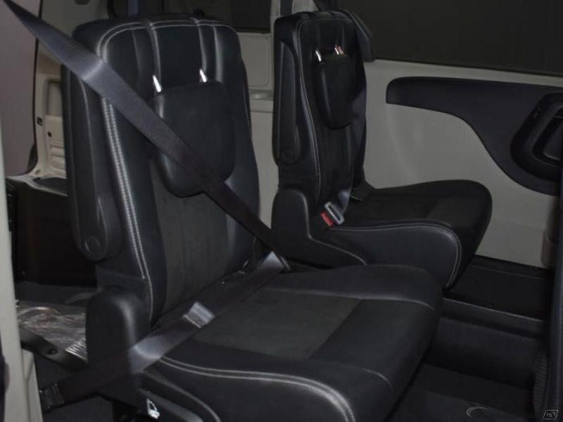 Gray Dodge Grand Caravan image number 4