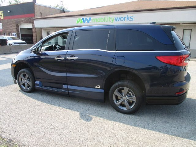 Blue Honda Odyssey image number 4