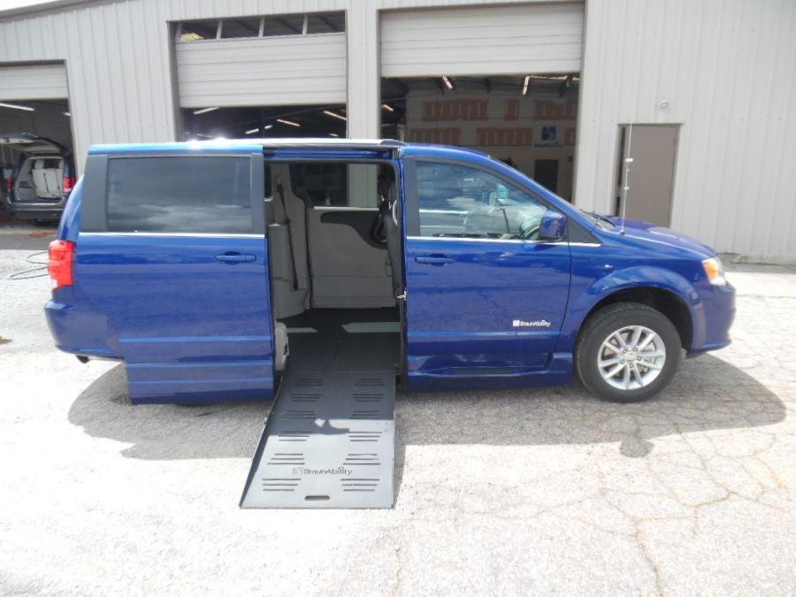 Blue Dodge Grand Caravan image number 7