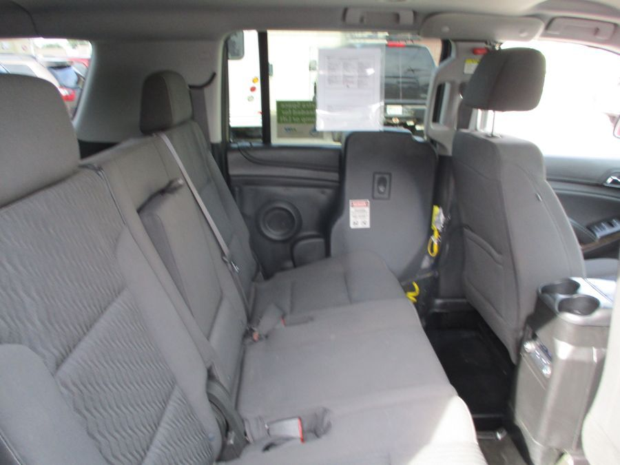 Gray Chevrolet Suburban image number 15
