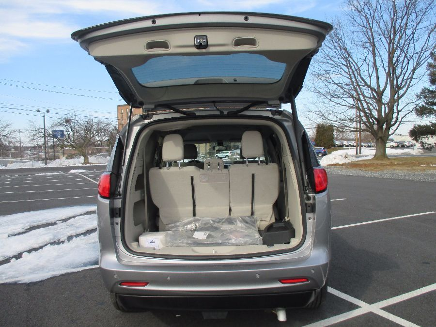 SILVER Chrysler Pacifica image number 44