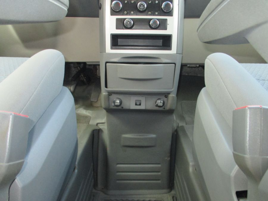 Black Chrysler Town and Country image number 12