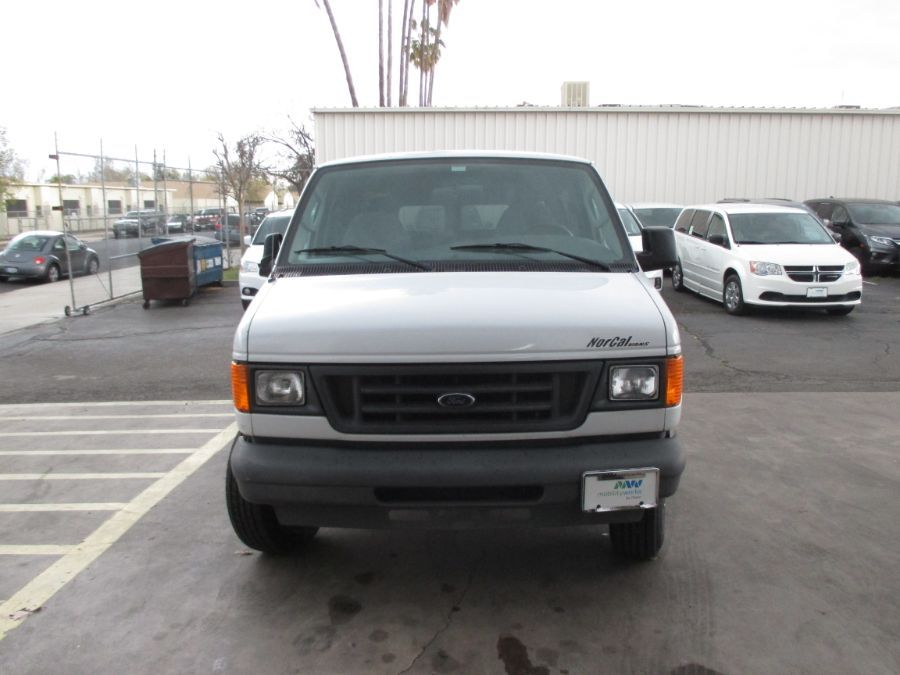 White Ford E-Series Cargo image number 1