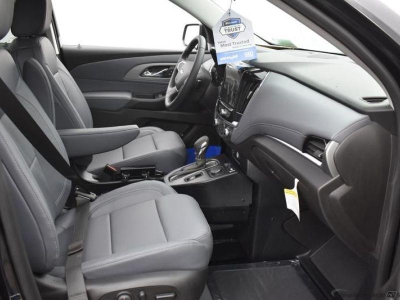 Black Chevrolet Traverse image number 7