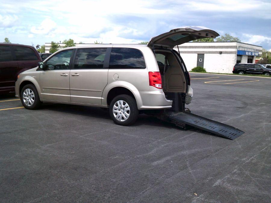 Gold Dodge Grand Caravan image number 3