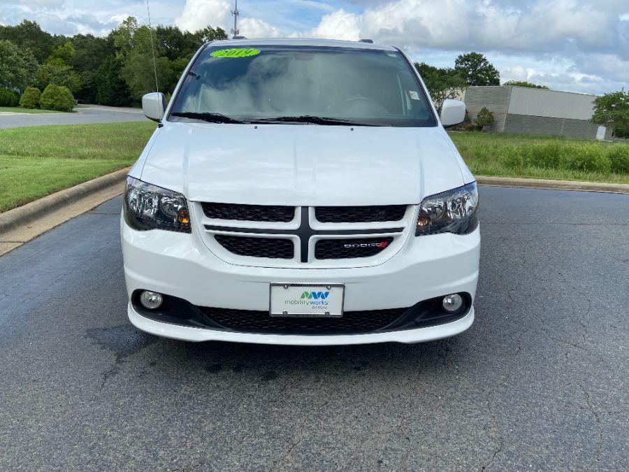 White Dodge Grand Caravan image number 1