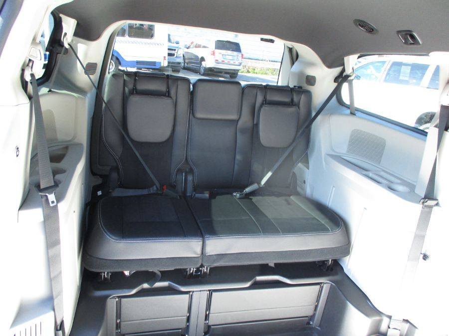 Blue Dodge Grand Caravan image number 24