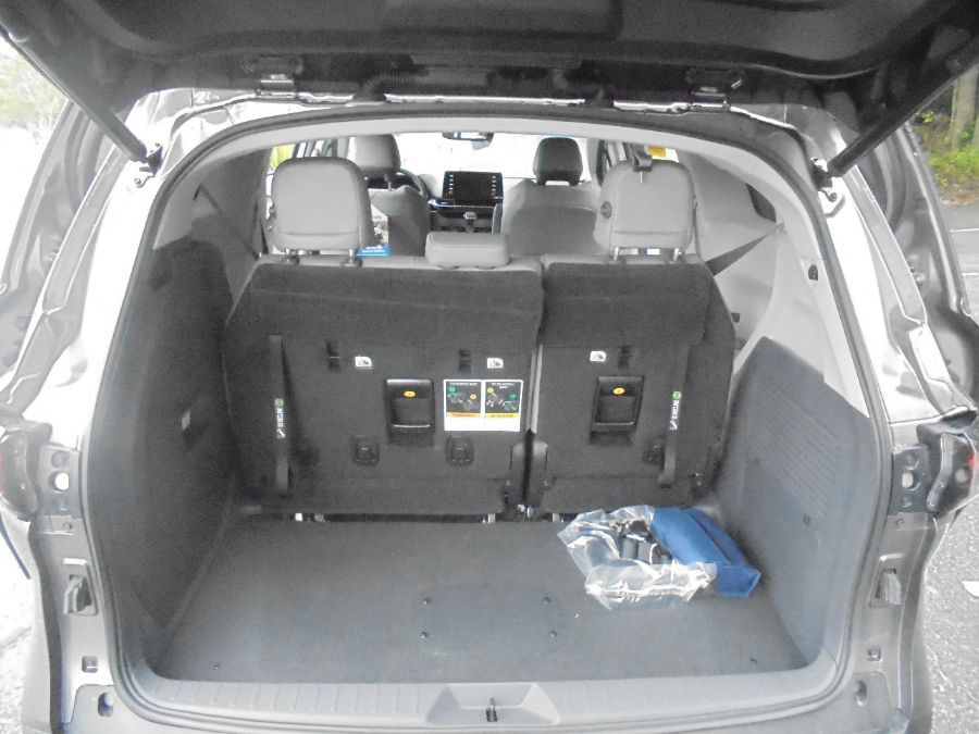 Gray Toyota Sienna image number 24