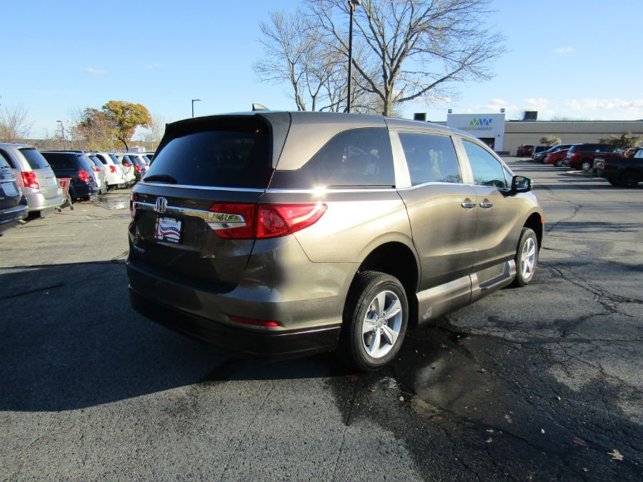 Gray Honda Odyssey image number 7