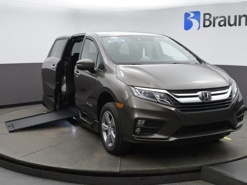 Gray Honda Odyssey image number 1