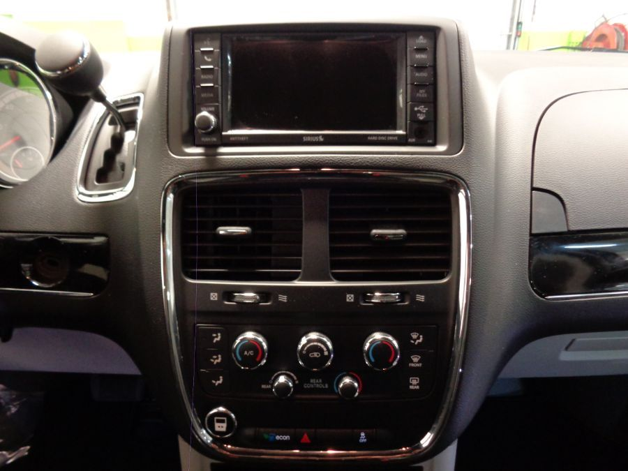 Blue Dodge Grand Caravan image number 15