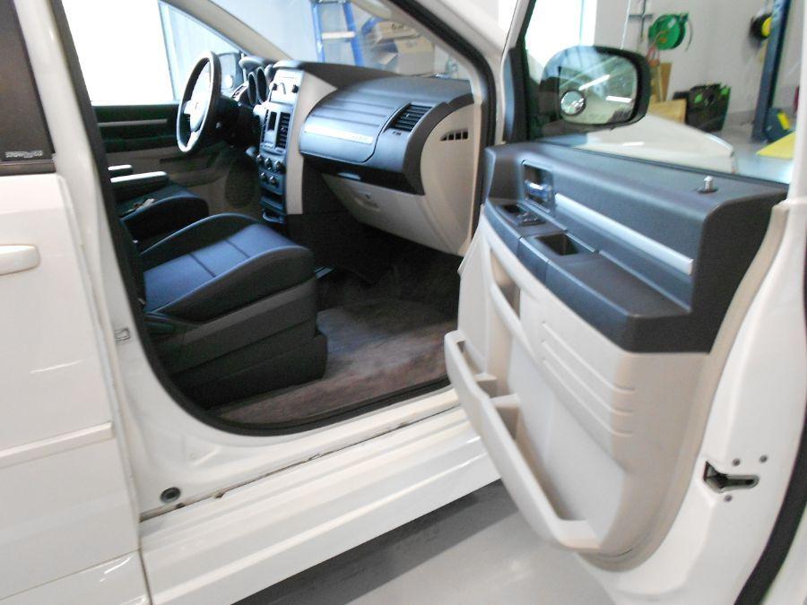 White Dodge Grand Caravan image number 9