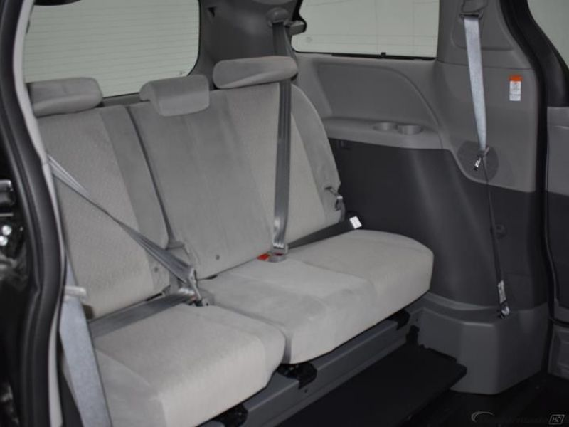 Gray Toyota Sienna image number 11