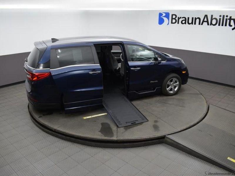 Blue Honda Odyssey image number 22