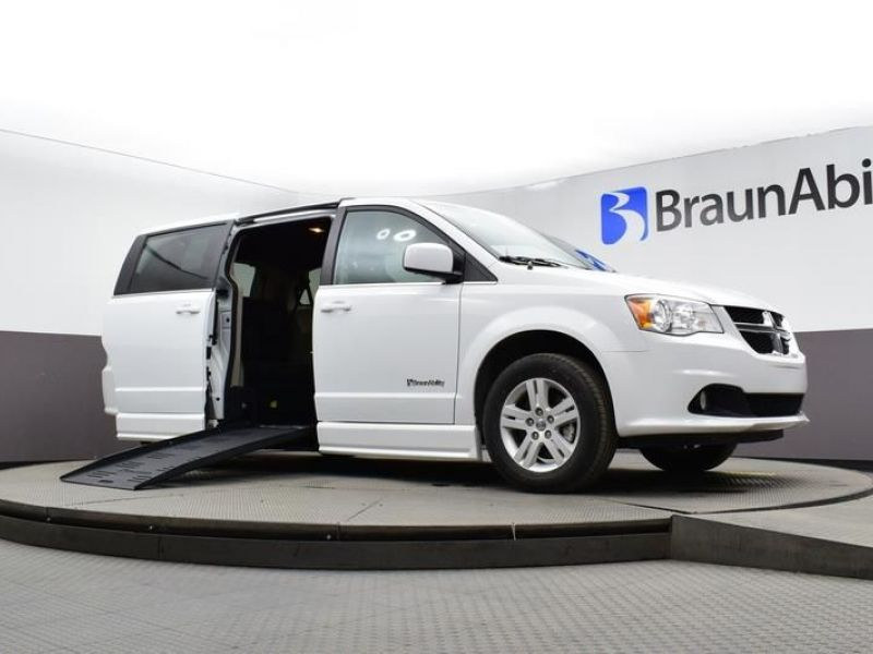 White Dodge Grand Caravan image number 15