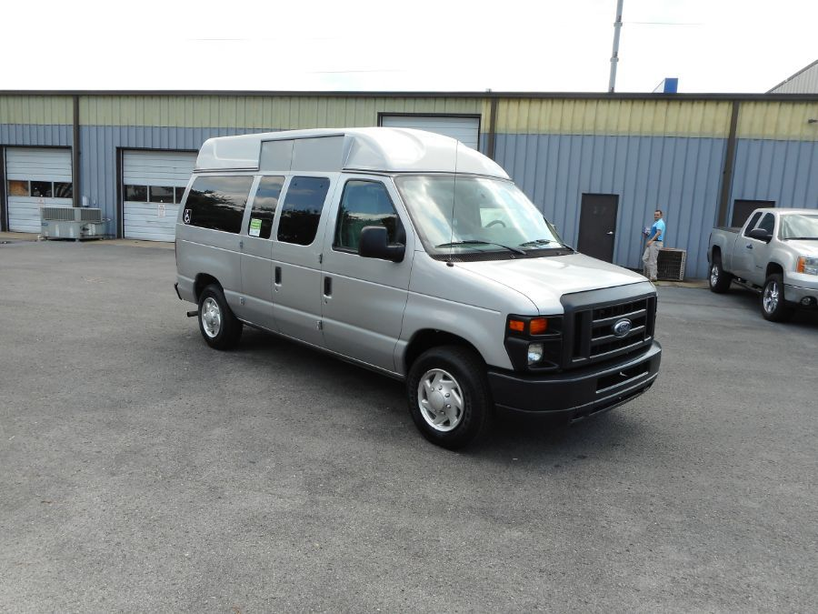 Silver Ford E-150 image number 22