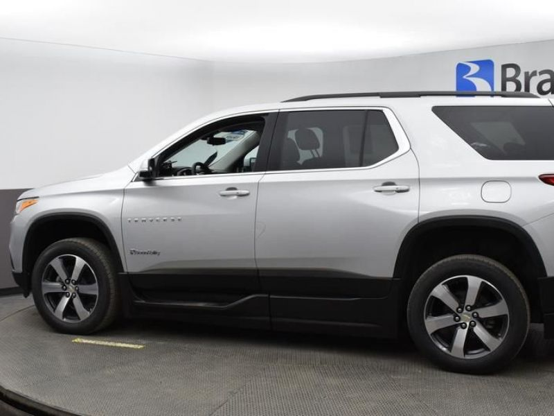 Silver Chevrolet Traverse image number 3