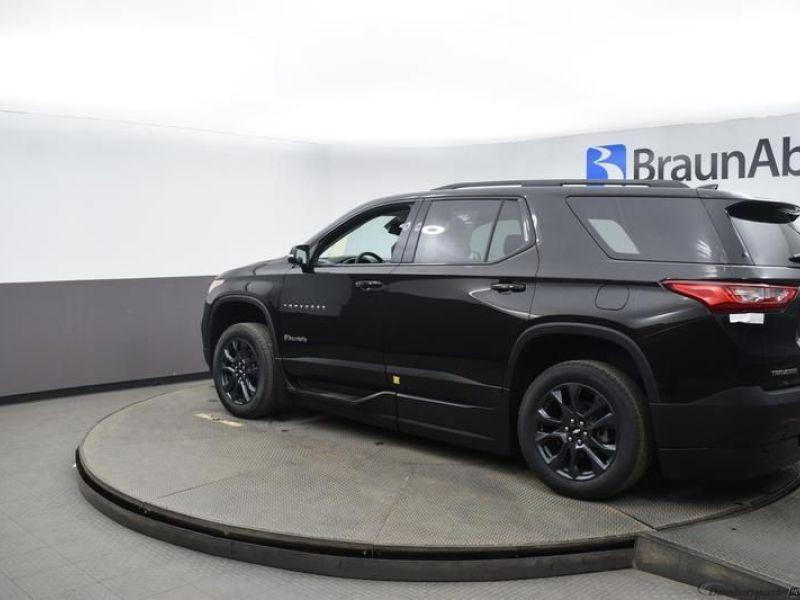 Black Chevrolet Traverse image number 3
