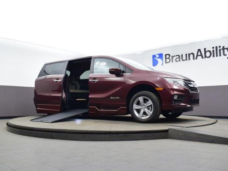 Red Honda Odyssey image number 9