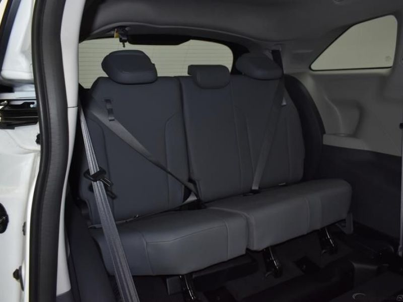 White Toyota Sienna image number 8