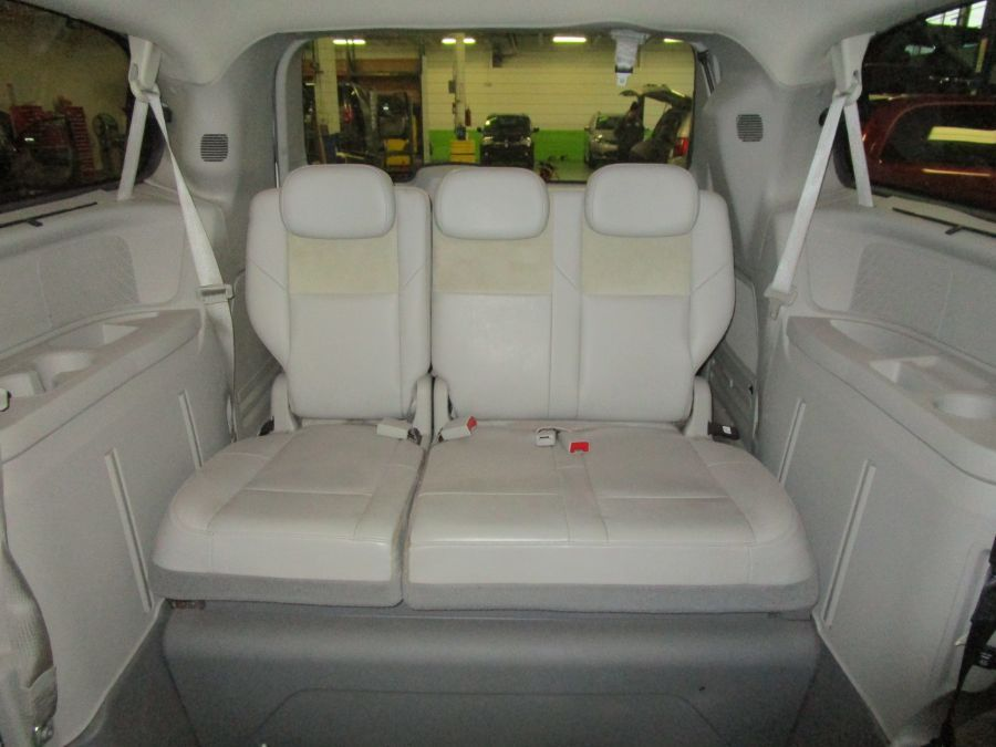 White Chrysler Town and Country image number 13