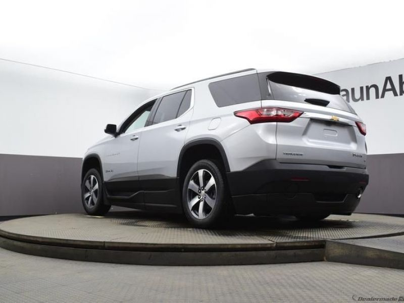 Silver Chevrolet Traverse image number 17